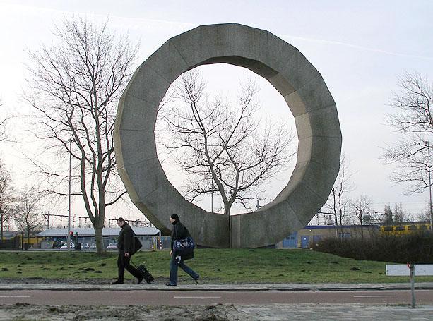 Gebroken cirkel for Minimal art betekenis